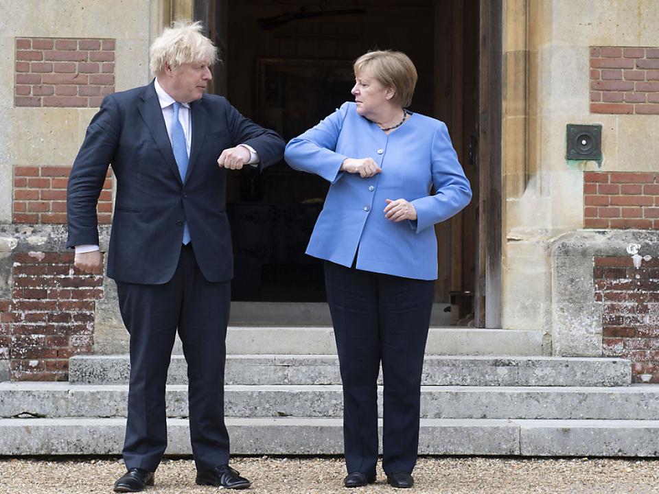 Ellenbogengruß statt Handshake