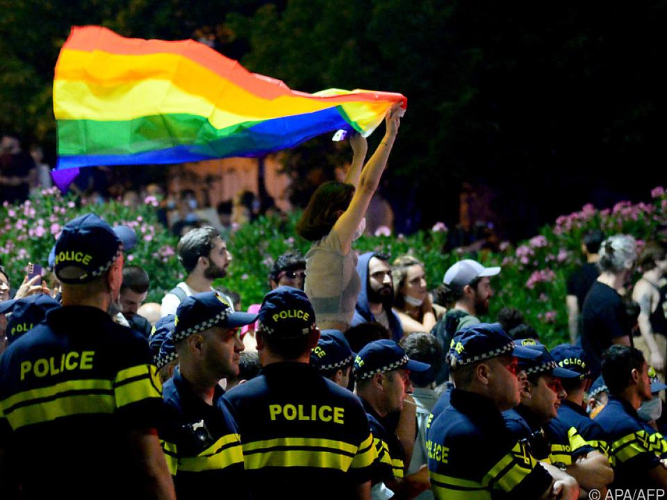 In Tiflis gilt die Regenbogenfahne vielen als Provokation