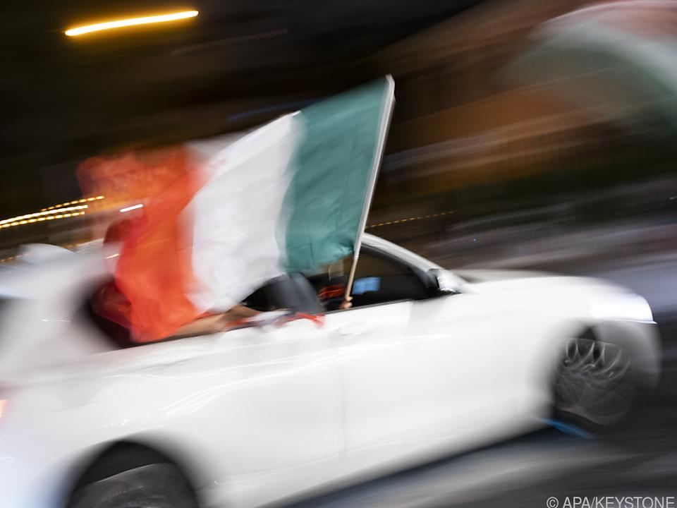 Italiens Wirtschaft auf dem Weg zurück - Hier wird EM-Titel gefeiert tricolore autocorso