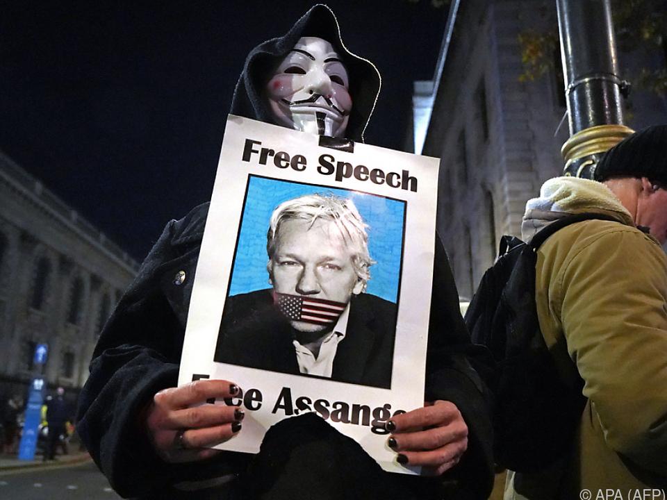 Julian Assange sitzt in London im Gefängnis