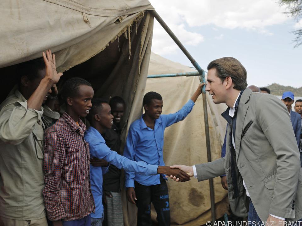 Kanzler Sebastian Kurz bei Besuch eines Flüchtlingslagers in Äthiopien