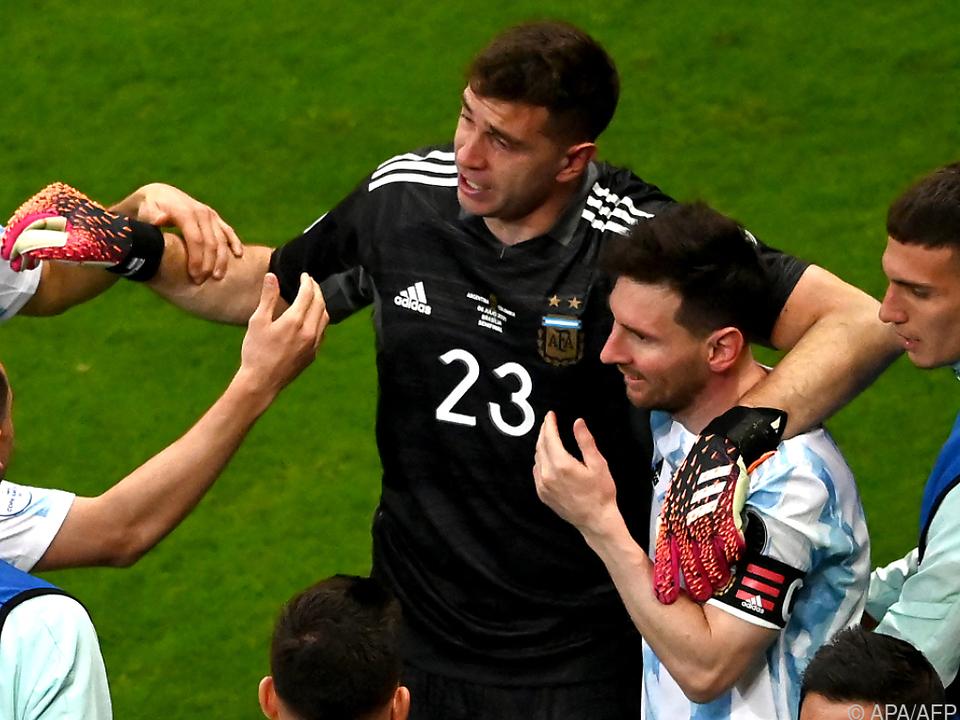 Lionel Messi und Keeper Emiliano Martinez jubeln über Argentiniens Finaleinzug bei der Copa America