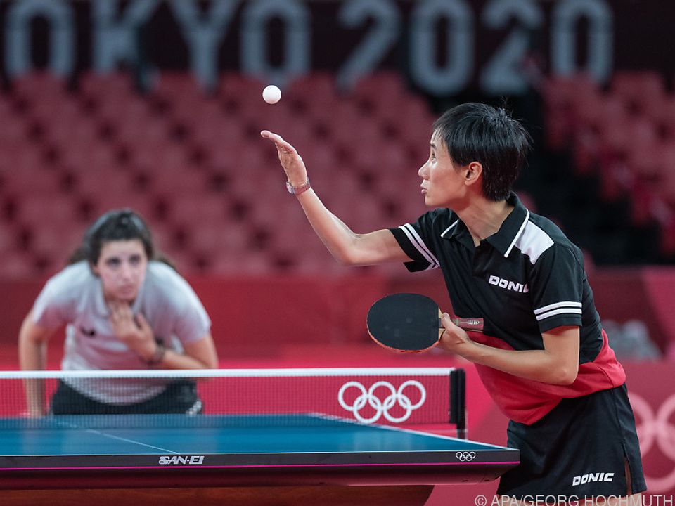 Liu Jia (vorne) und die 12-jährige Hend Zaza im viel beachteten Match