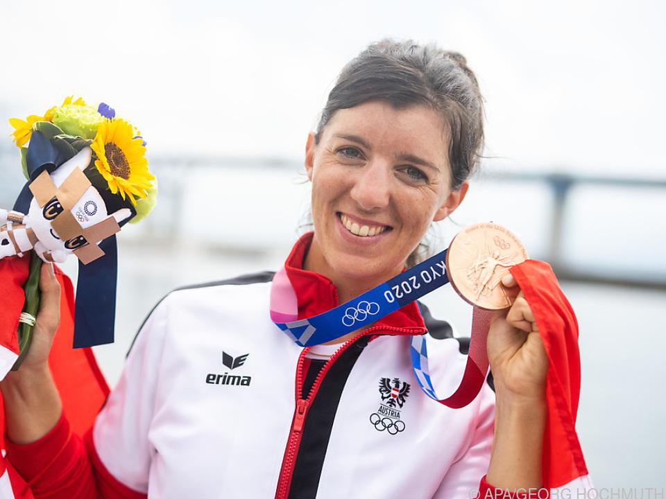 Magdalena Lobnig freudestrahlend über Olympia-Bronze