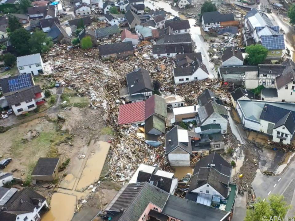 Mehrere Häuser stürzten durch das Unwetter ein