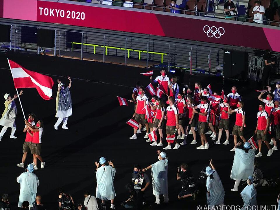 Österreichs Delegation beim Einmarsch in das Olympia-Stadion