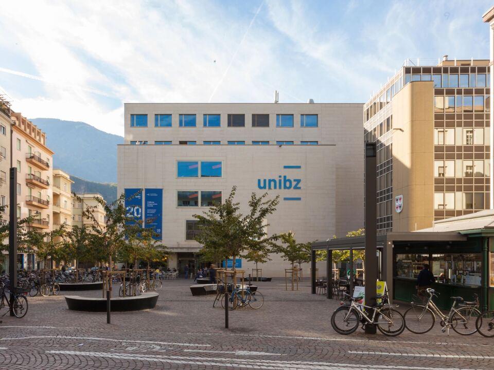 Piazza_unibz_Platz