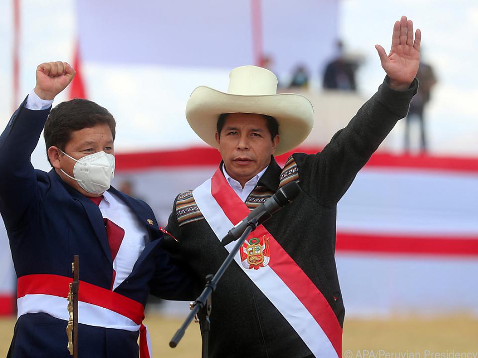 Politneuling Guido Bellido (rechts) mit Präsident Castillo
