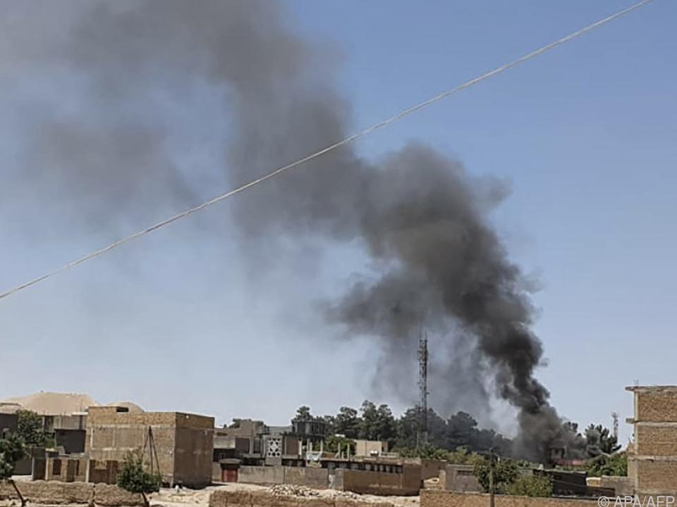 Rauch über dem umkämpften Qala-e-Naw