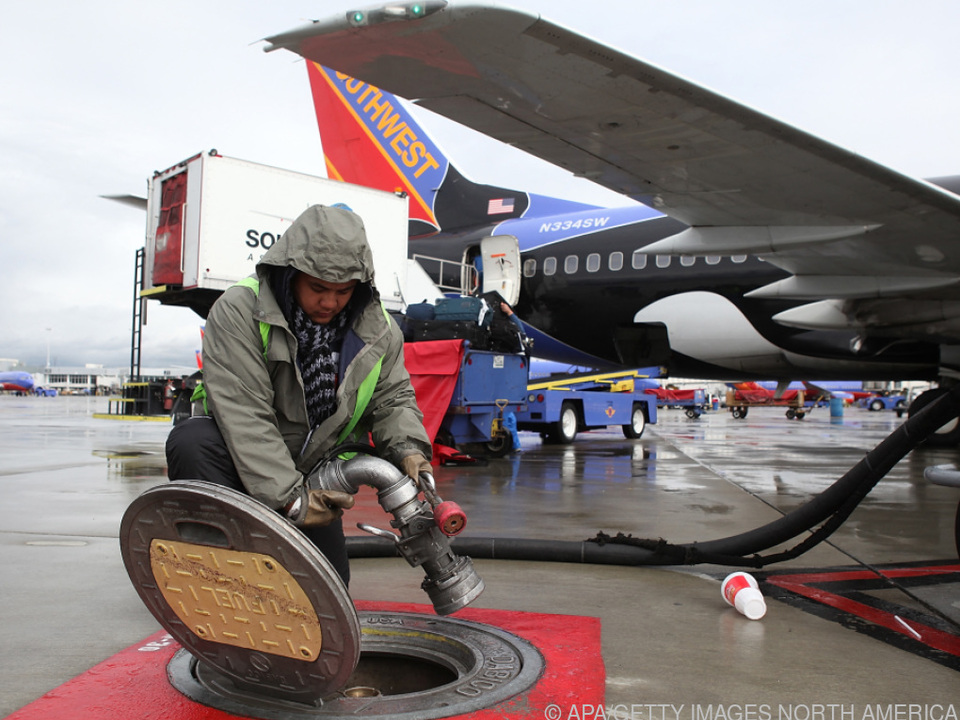 Tanken am Flughafen soll teurer werden (Symbolbild)