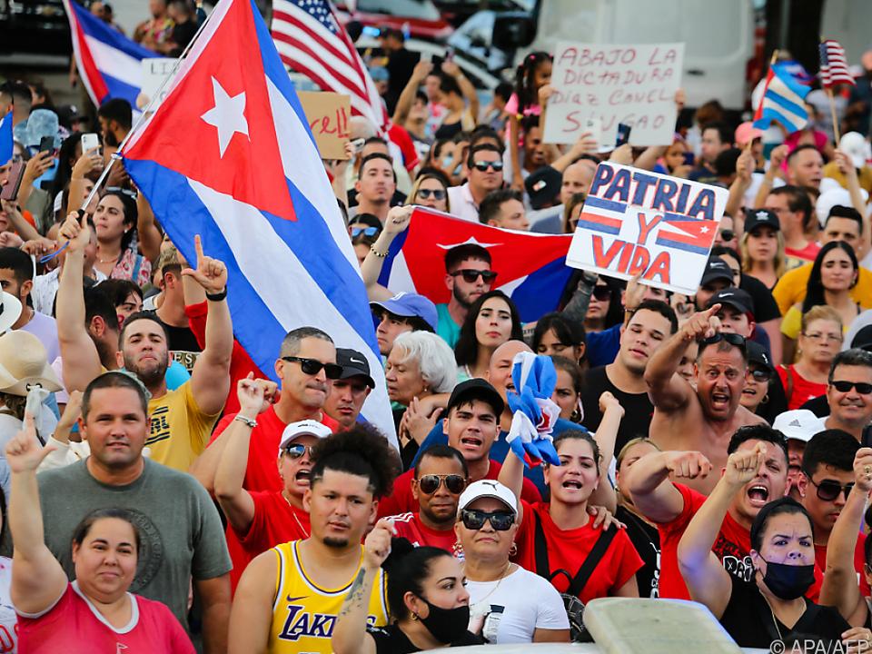 Tausende Kubaner gingen gegen die Regierung auf die Straße