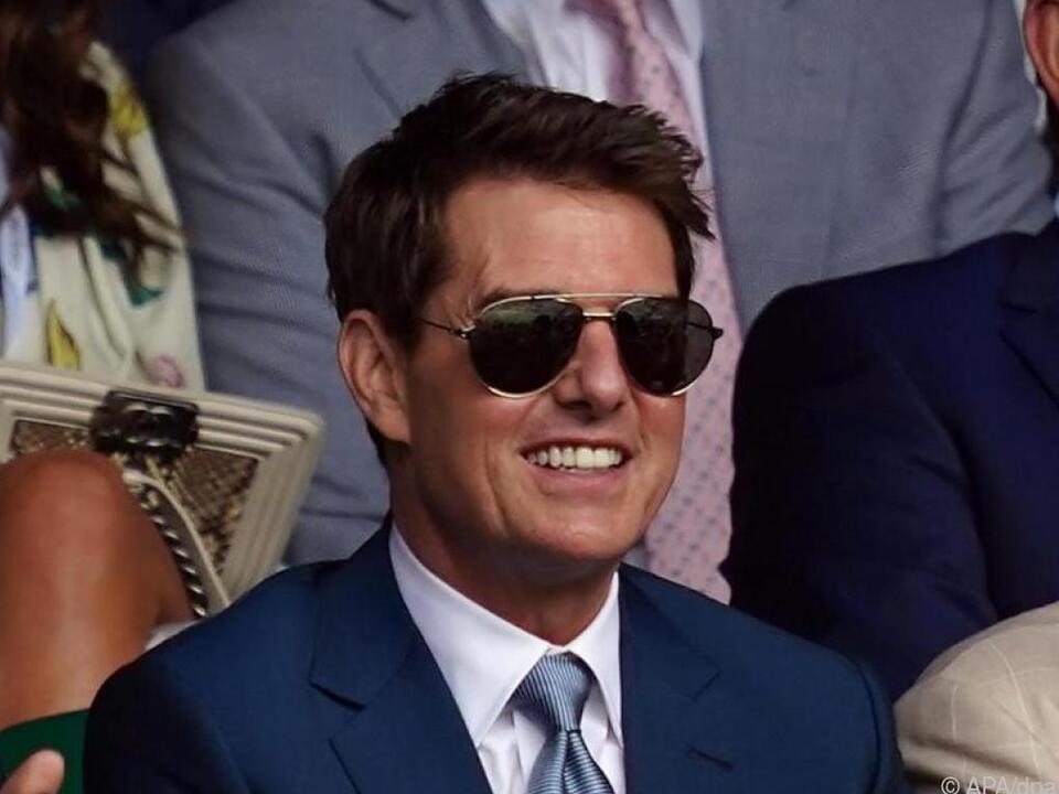 Tom Cruise auf Tour durch englische Sport-Tempel