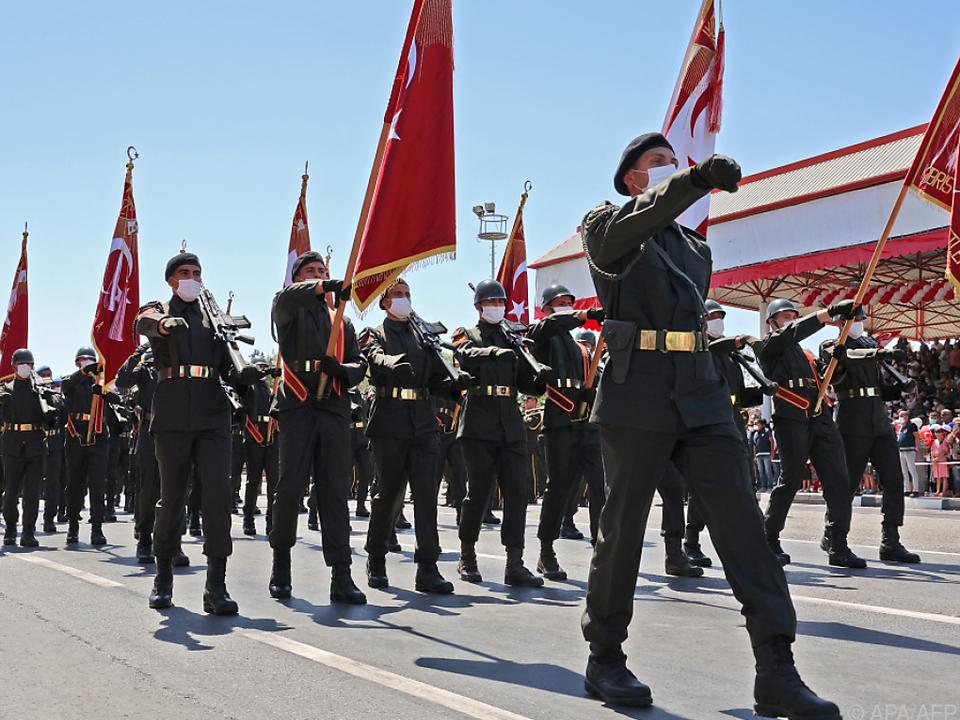 Türkische Militärparade in Nordzypern