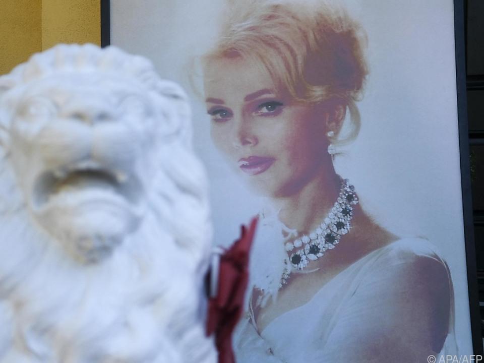 Vier Jahre nach ihrem Tod wird die Urne in Budapest beigesetzt