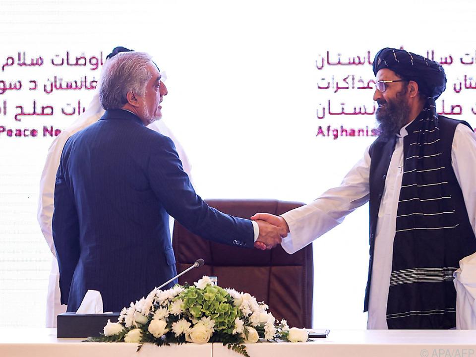 Während gekämpft wird, führen Regierung und Taliban Friedensgespräche