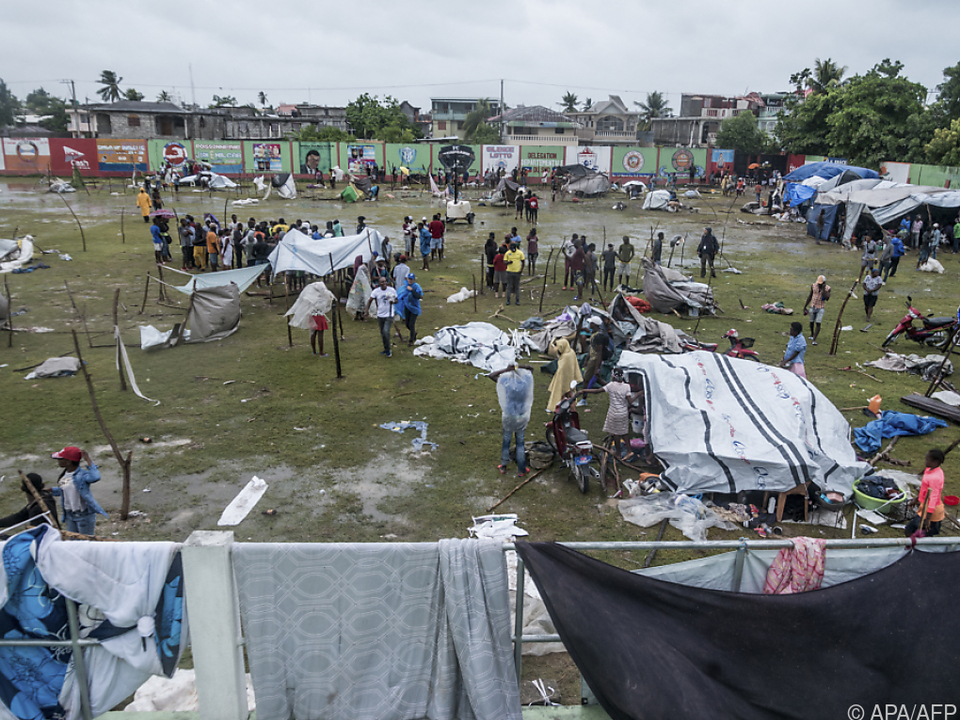 60.000 Häuser zerstört, Zehntausende Menschen obdachlos