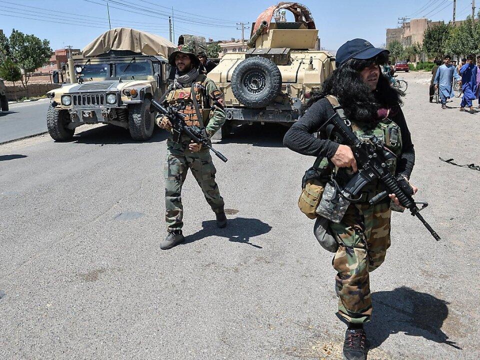 Afghanische Armee kämpft gegen Taliban, die immer mehr Gebiete erobern
