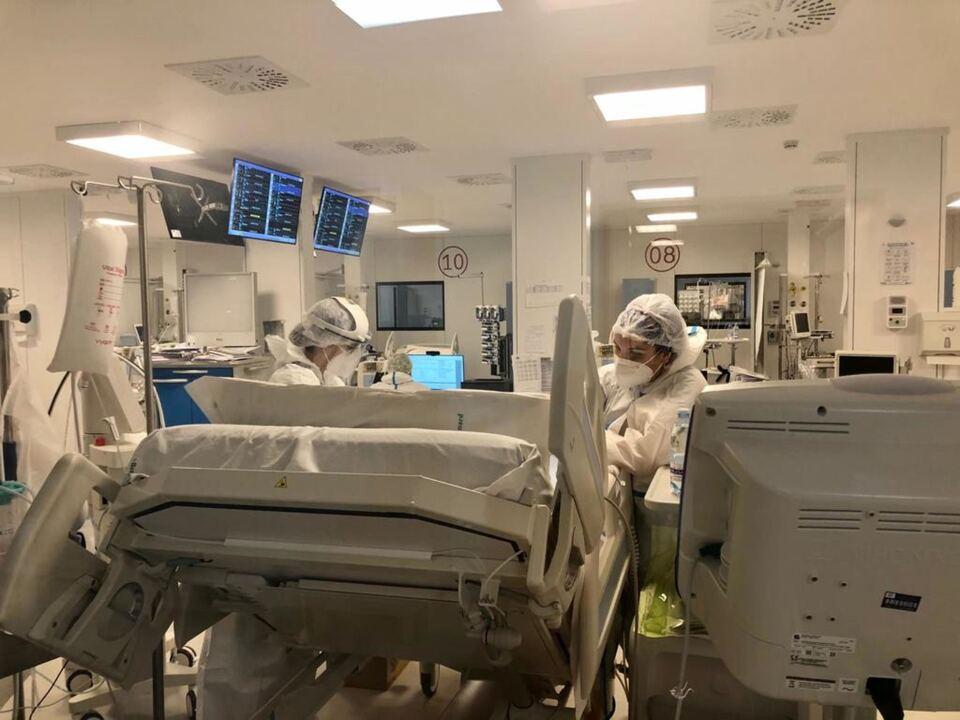 Infermieri al lavoro nell\'ospedale Covid allestito in spazi Fiera Levante a bari, Krankenhaus, Covid, Krankenpfleger.athesiadruck2_20210804202618604_0648c2930852b7318ba78d0fd60ca109