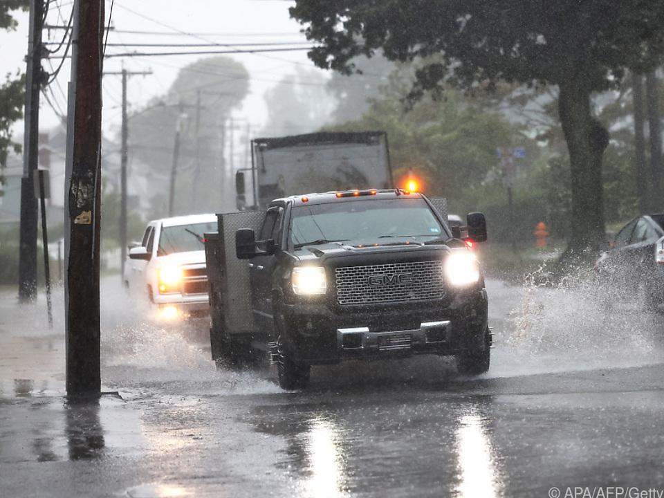 Autos im Regen im US-Staat Connecticut