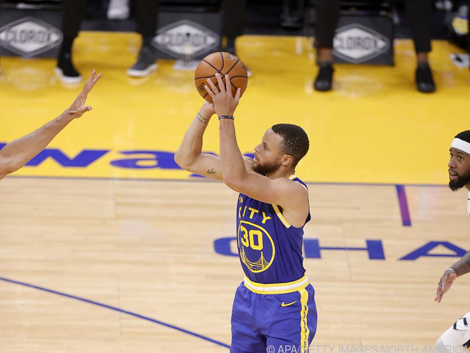 Curry unterschrieb Vertrag über 215 Mio. Dollar