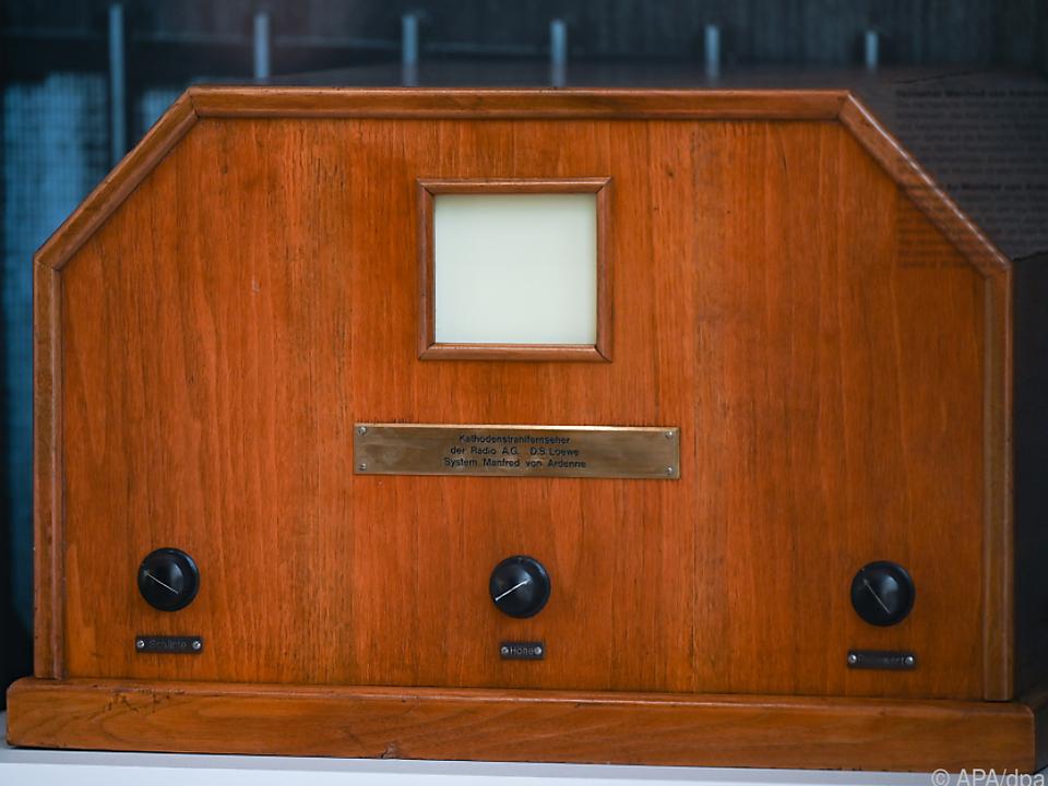 Das erste elektronische Fernsehgerät, ein Kathodenstrahlfernseher System Manfred von Ardenne