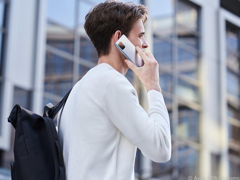 Das Asus ZenFone 8 verfügt über WLAN 6 und Bluetooth 5.2, außerdem 5G-Funk