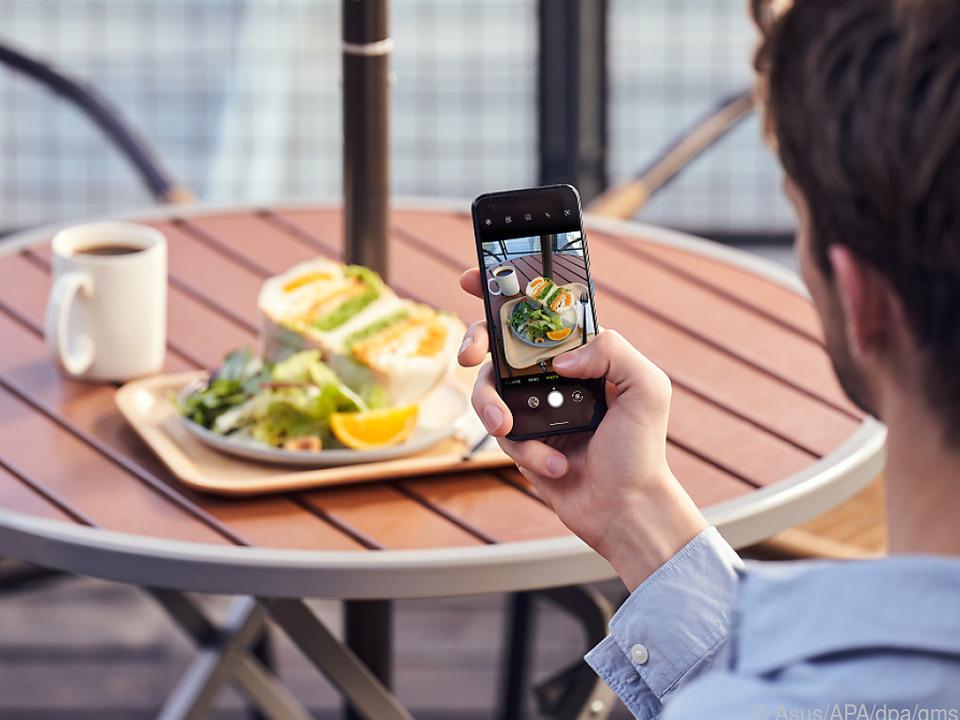 Das Asus ZenFone 8 schießt am Tag gestochen scharfe und farblich akkurate Fotos