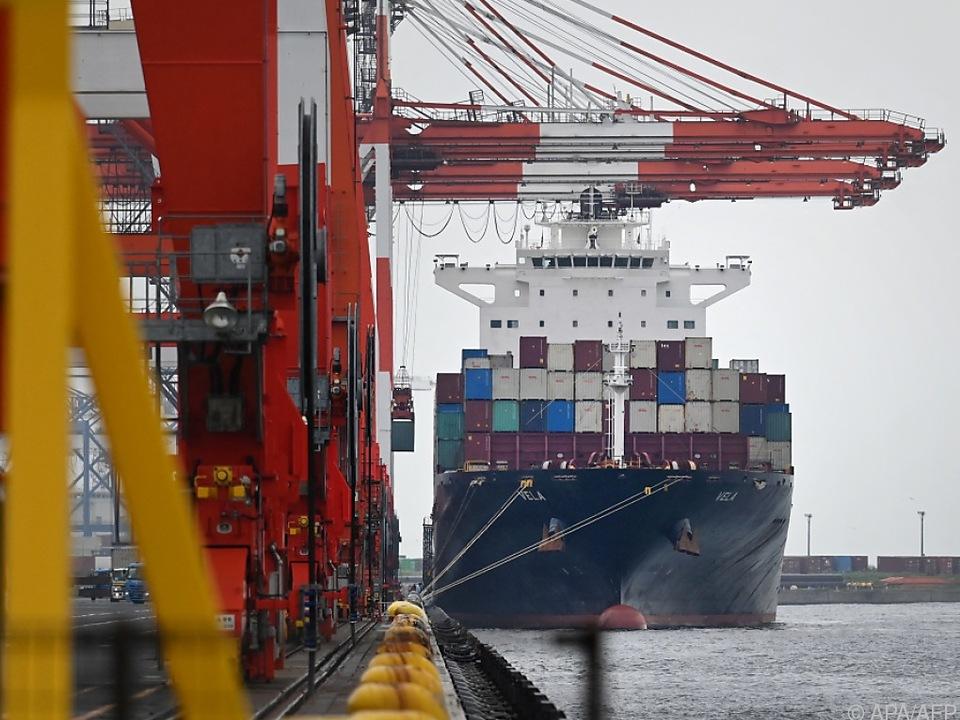 Der exportorientierte Inselstaat hängt stark vom Welthandel ab