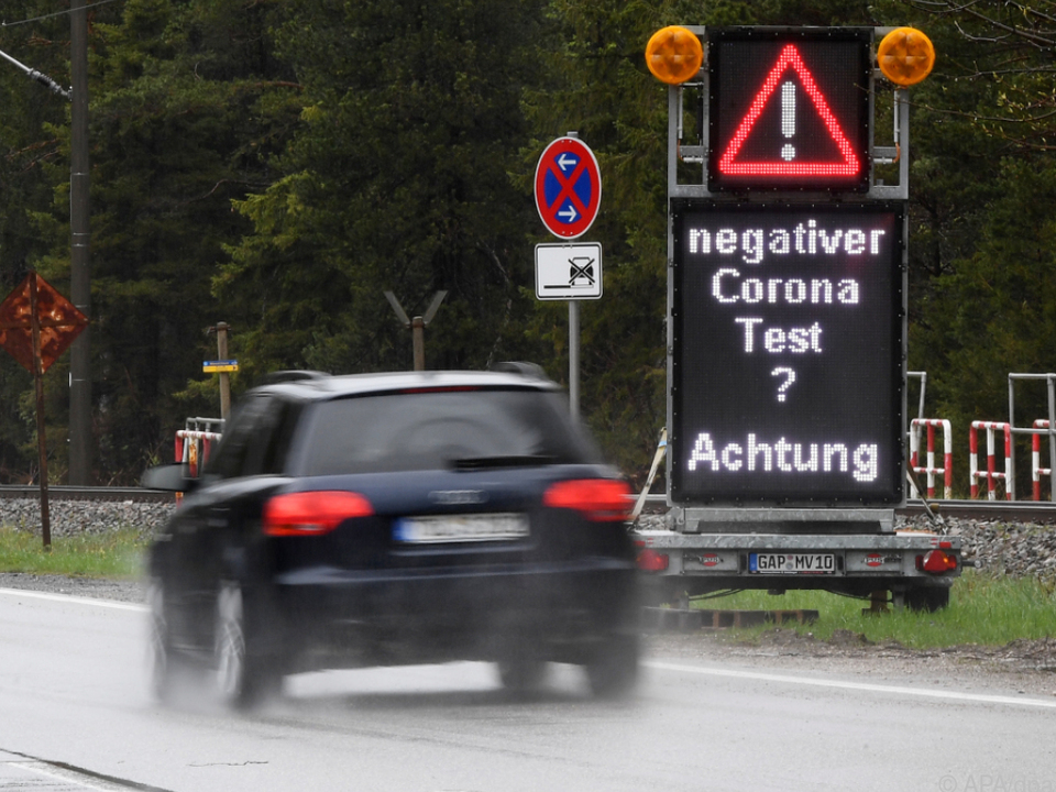 Deutschland lässt bei Einreisen wieder Tests kontrollieren