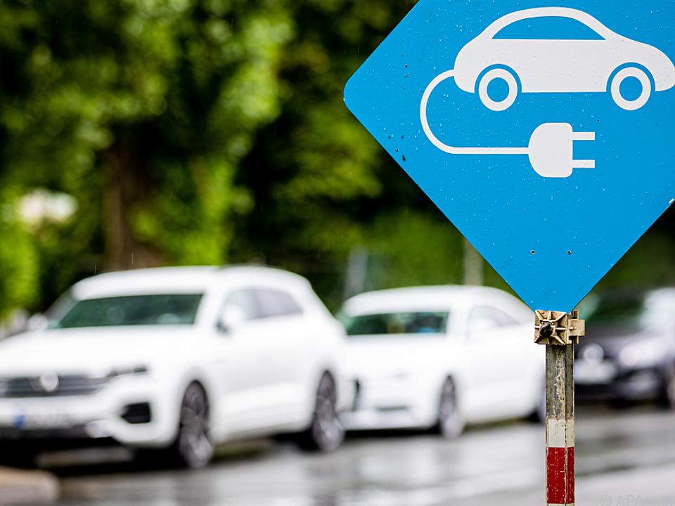 Die Zahl der E-Autos steigt