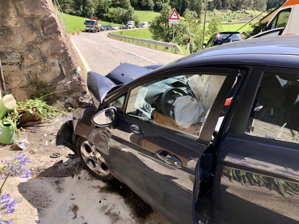 E9e40LyWUAg55xb, Unfall Einfahrt Teis