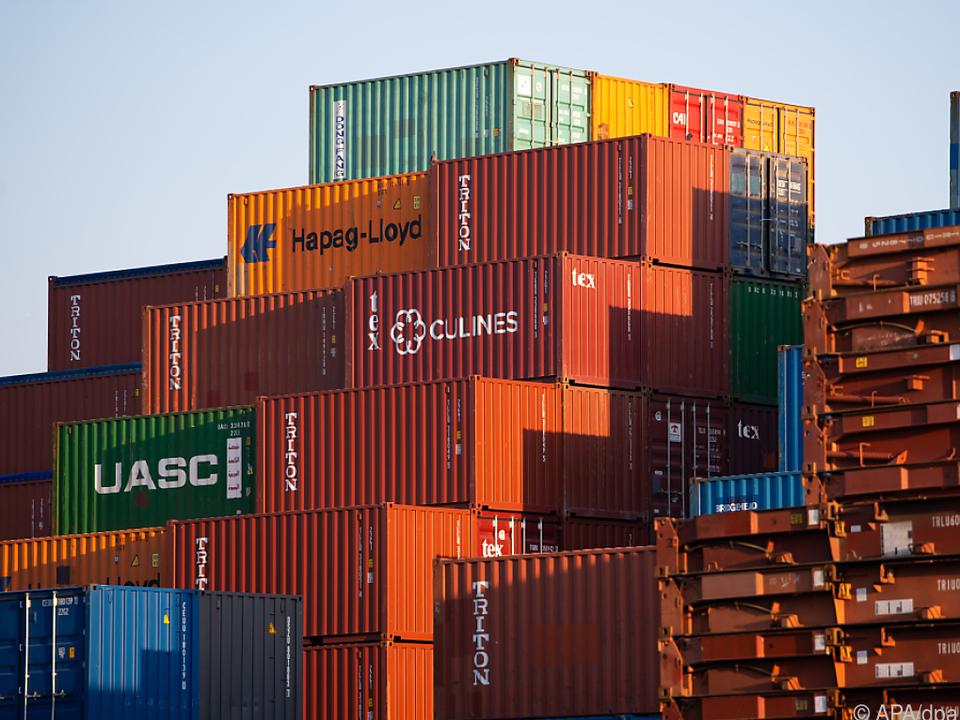 Exportfirmen spüren die politischen Spannungen.