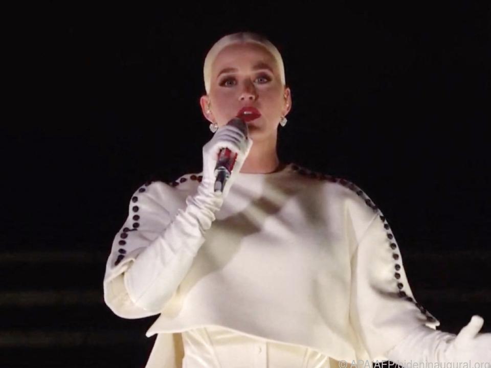 Glückliche Mutter Katy Perry