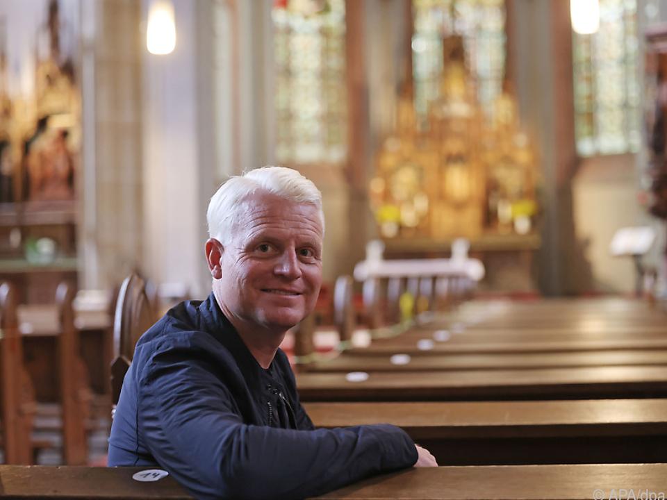 Guido Cantz arbeitet in der Kirche mit