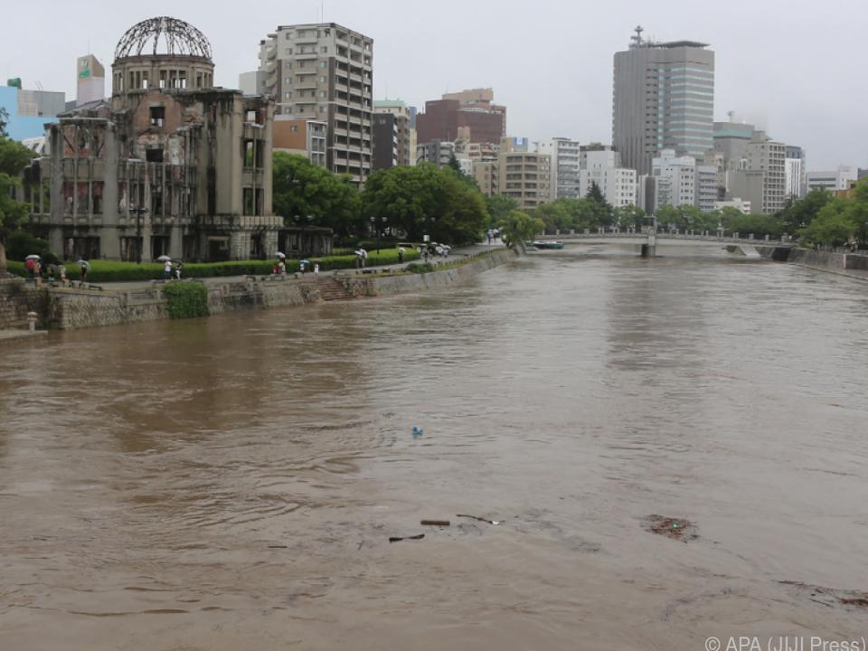 Japan wird von Überschwemmungen heimgesucht