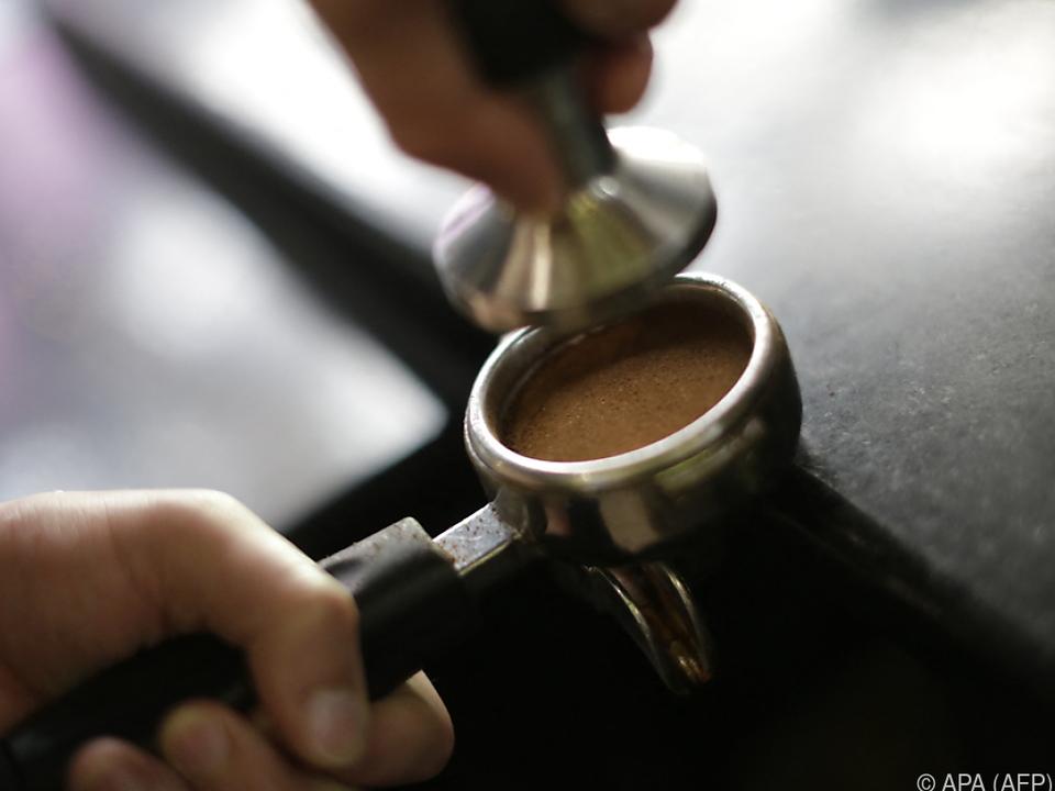 bar cappuccino macchiato kafe caffee cafe sym Kaffeepreis auf höchstem Stand seit drei Jahren