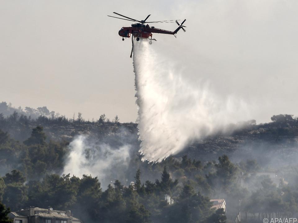 Löschversuche in Griechenland per Luft