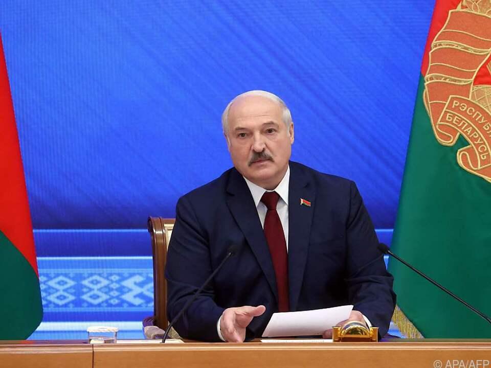 Machthaber Lukaschenko bei Pressekonferenz am Jahrestag der Wiederwahl