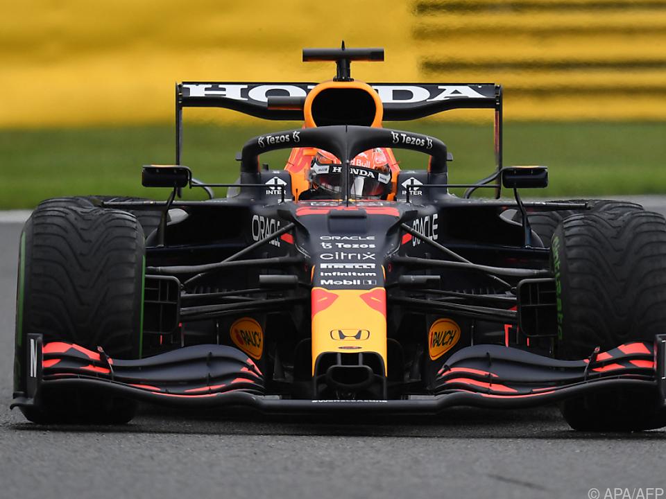 Max Verstappen markiert im Red Bull überlegene Trainingsbestzeit