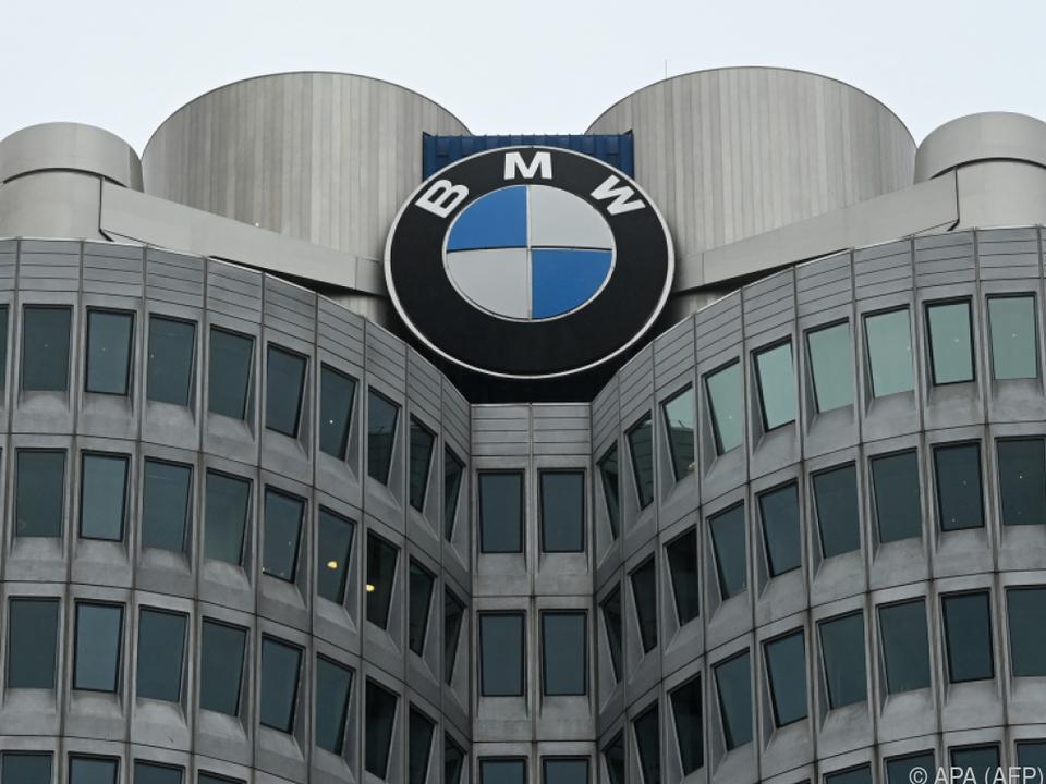 Nach einem starken Halbjahr ist BMW wegen Chipkrise nun vorsichtiger