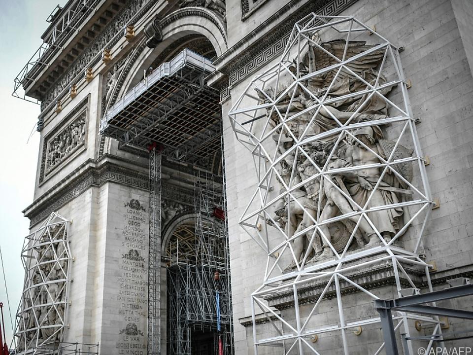 Pariser Wahrzeichen wird verhüllt