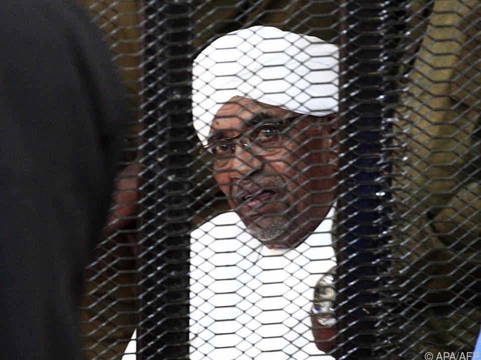 Sudans Ex-Machthaber Bashir vor Gericht (Archivbild)