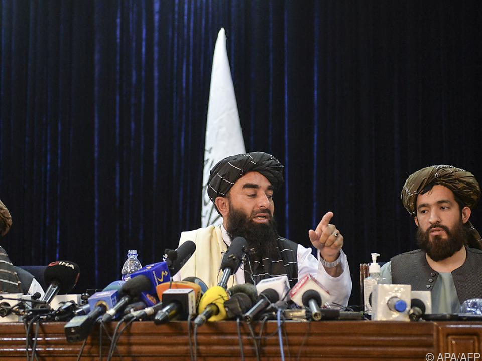 Taliban gaben sich in erster Pressekonferenz versöhnlich