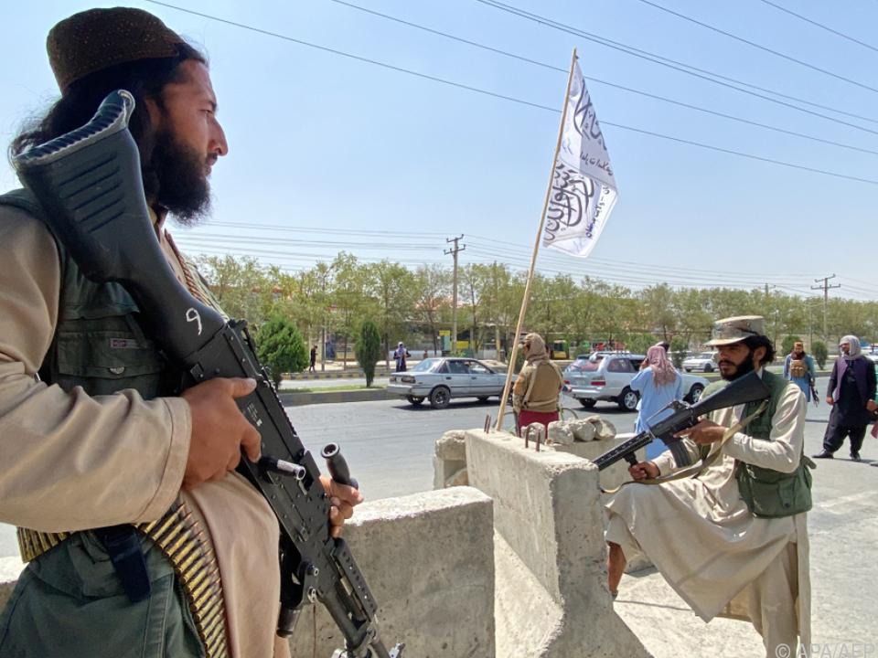 Taliban-Kämpfer kontrollieren Kabul