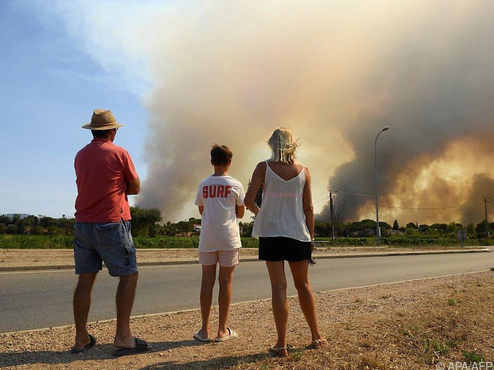 Touristen beobachten Großbrand in Frankreich