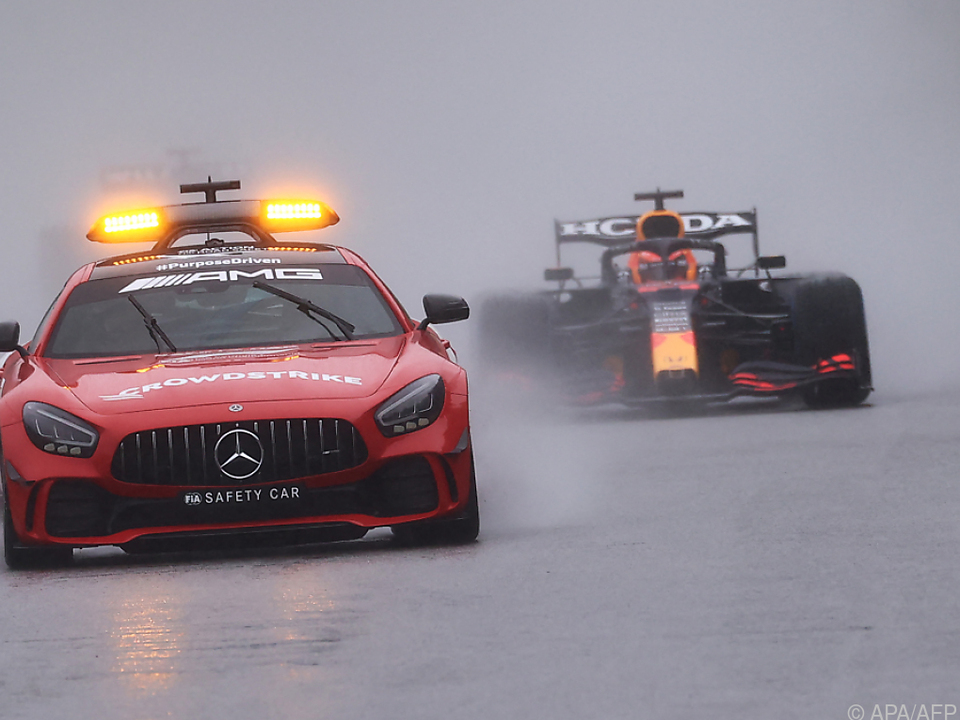 Verstappen fuhr hinter dem Safety Car zu einem fragwürdigen GP-Sieg