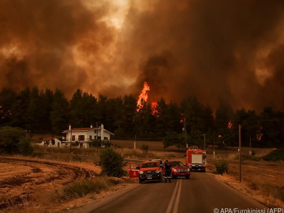 Warnung vor zunehmend heftigen Hitzewellen und Waldbränden.