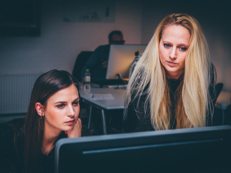 Frau Arbeit Zusammenarbeit