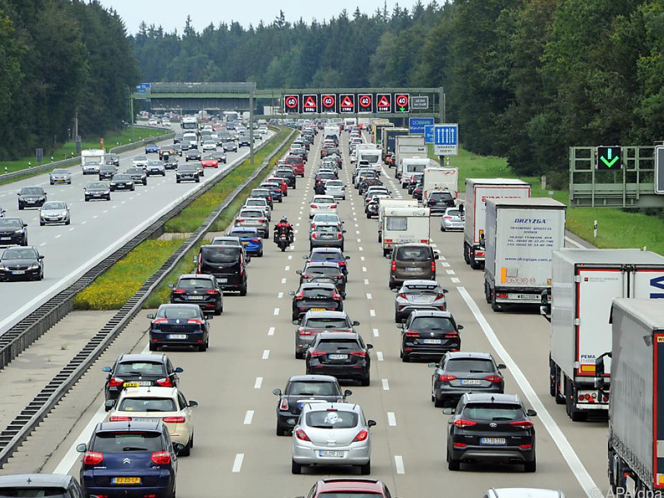 68 Prozent der Deutschen fahren mit dem Auto zur Arbeit