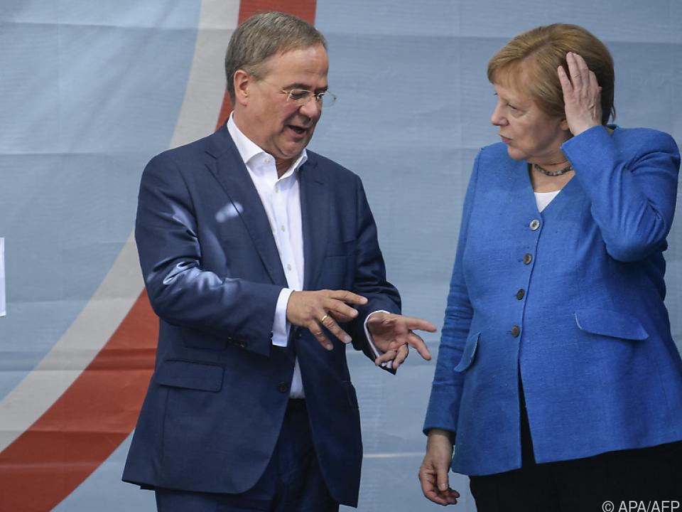Armin Laschet mit Ex-Parteichefin Angela Merkel